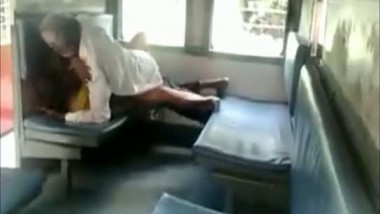 Old desi guy fucking a local whore in train compartment caught by people