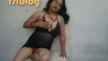 Indian cam girl Nisha in her first testing perfomance audition MMS