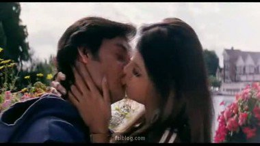 Hot Bollywood Kiss Scene Masti – FSIBlog.com