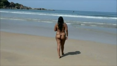 Outdoor ass show of Anitha bhabhi in beach