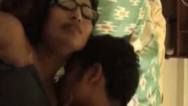 South Indian b-grade actress Swetha naidu making sex on cam