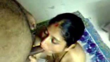 Mallu village bhabhi giving hot blowjob session to her neighbor