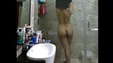 delhi girl shower
