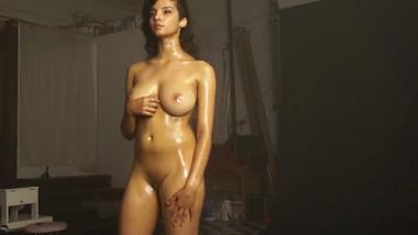 Amateur Punjabi model exposes perfect body during photoshoot