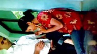 Bangladeshi Muslim girl Farzana fucking her bf secretlly