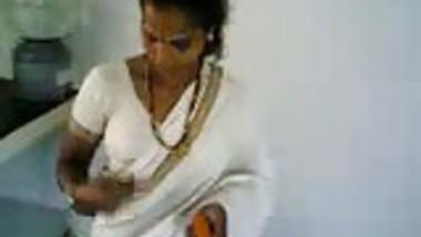 tamil show boobs in kitchen