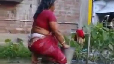 Indian aunty outdoor bath after sex mms