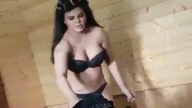 Indian porn girls rakhi sawant caught by hidden cam