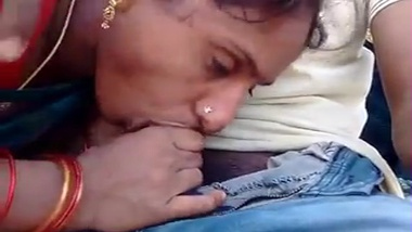 Tamil aunty outdoor porn on the beach!