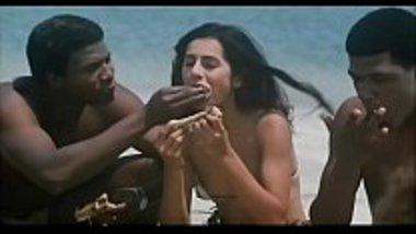 Indian Actress Kitu Gidwani Topless