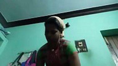 Desi village aunty showing her naked body