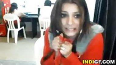 Indian Girl Gets Naked In Internet Cafe
