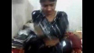 Erotic massage of a hot Pakistani girl