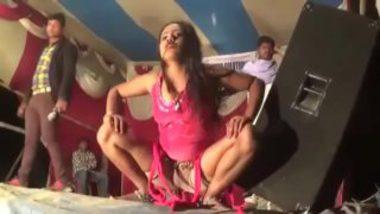 Hot Bhojpuri Record Dance At Midnight