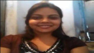 Sexy Indian Girlfriend Selfie Peeing Video
